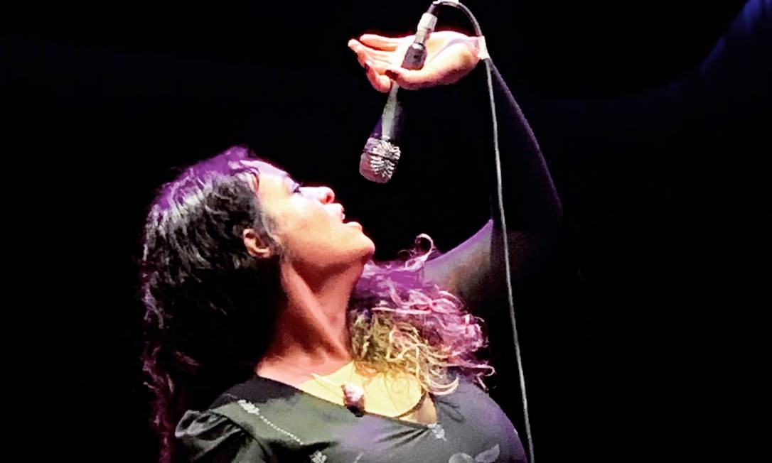 A cantora santista Tulipa Ruiz se apresenta no centro cultural Conde Duque, em Madri, na última sexta-feira (27) Foto: Luis Lima