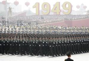 Soldados do Exército Popular da Libertação participam de cerimônia em Pequim Foto: JASON LEE / REUTERS