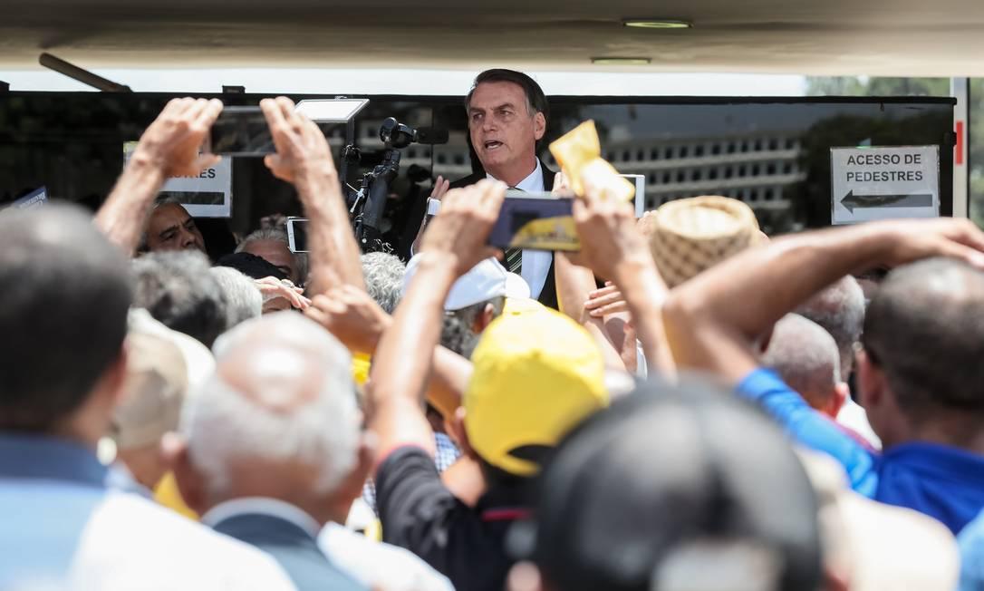 (Brasília - DF, 01/10/2019) Presidente da República, Jair Bolsonaro, durante encontro no Palácio do Planalto, com grupo de Garimpeiros. Foto: Isac Nóbrega/PR