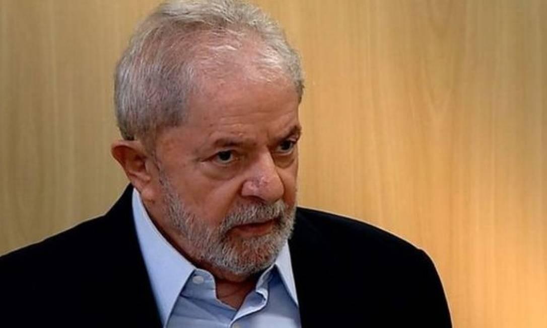 O ex-presidente Luiz Inácio Lula da Silva divulgou uma carta escrita à mão na qual reafirma que não aceitará sair da prisão sem que seu processo seja considerado nulo Foto: BBC