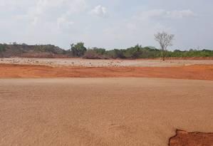Após o rompimento, a lama que se espalhoupor um a dois quilômetros a partir do pé da barragem. Foto: PM/MT