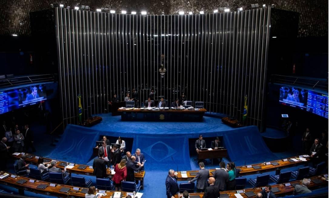 Em sessão na noite de terca-feira, senadores votam em primeiro turno a reforma da Previdência Foto: Daniel Marenco -Agência O Globo
