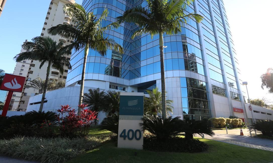O prédio onde funciona escritório da Receita Federal na Barra da Tijuca Foto: Fabiano Rocha / Agência O Globo