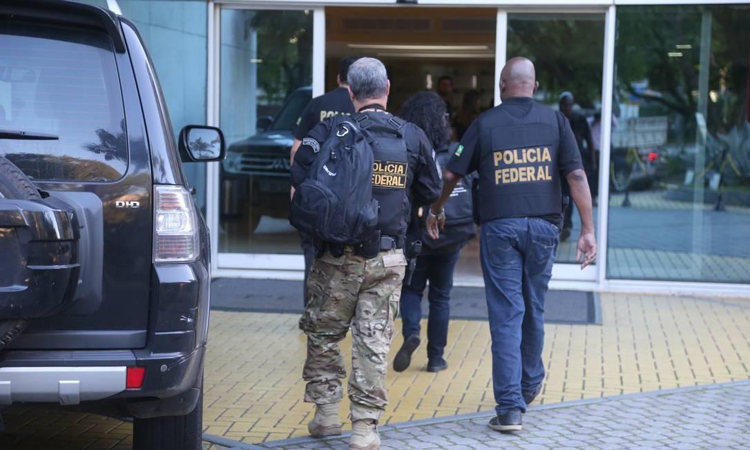 Denominada Operação Armadeira, os agentes cumprem 39 mandados de busca e apreensão, 5 mandados de prisão temporária e 9 de mandados de prisão preventiva Foto: Fabiano Rocha / Fabiano Rocha