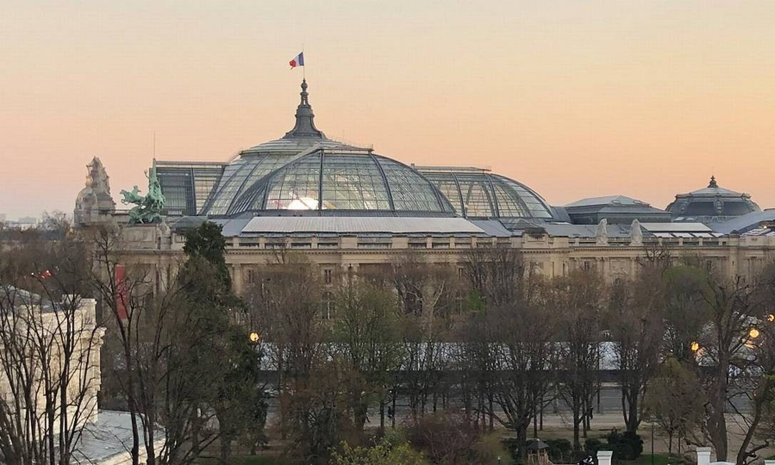 A icônica cúpula envidraçada do Grand Palais, que fechará para obras em 2020 durante quatro anos Foto: Carla Lencastre