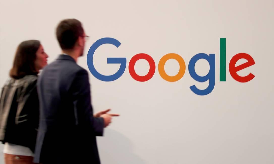 O Google, assim como o Facebook e o Twitter, obteve isenções temporárias para se adaptar à nova lei de combate a fake news na Cingapura Foto: Charles Platiau / REUTERS