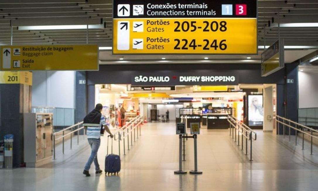 Área de compras no aeroporto de Guarulhos, em São Paulo Foto: Edilson Dantas / Agência O Globo