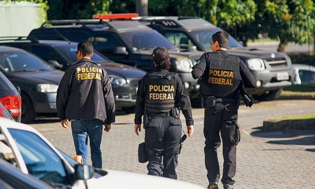 Agentes da Polícia Federal participam de operação Foto: Foto: Aloisio Mauricio/Agência Fotoarena/Agência O Globo