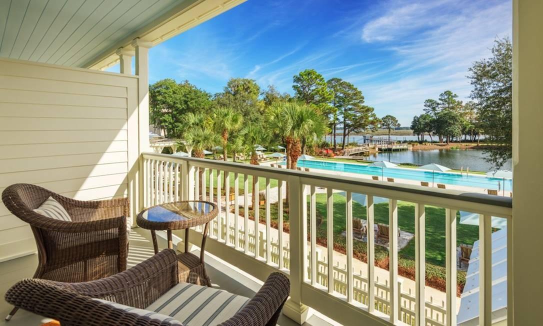 Varanda de uma das suítes, com vista para a piscina e o lago Foto: Preferred Hotels & Resorts