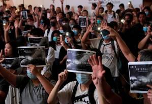Manifestantes participam de protestos em solidariedade ao jovem baleado na terça-feira Foto: SUSANA VERA / REUTERS / 02-10-2019
