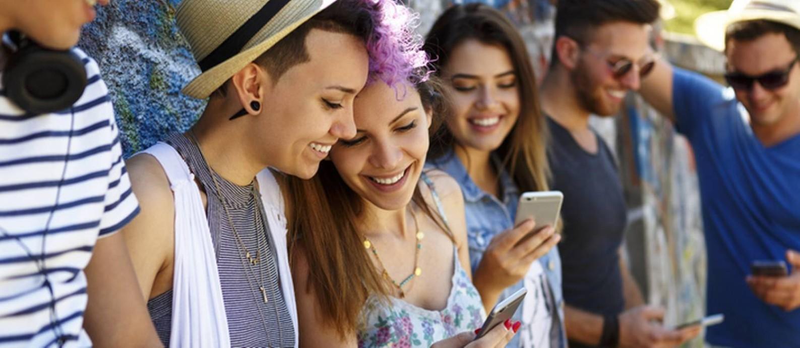Para 30% dos jovens, a relação consigo mesmo melhorou com o acesso a conteúdos sobre cabelo, corpo e sexualidade Foto: Getty Images