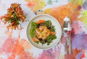 Puro: salada floral Foto: Divulgação/Monica Ramalho