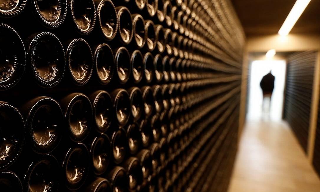 Adegas de vinho tinto Chateau Le Puy em Saint Cibard, França: alvo de tarifas dos EUA. Foto: REGIS DUVIGNAU / REUTERS