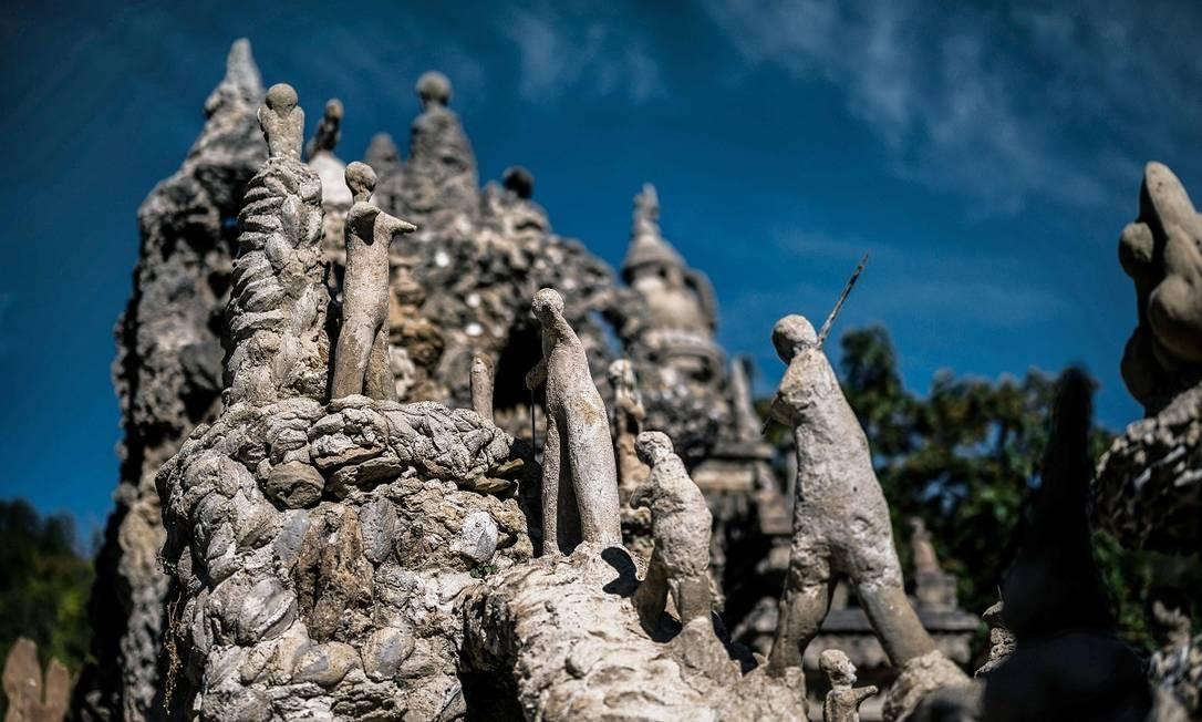 Aliás, existem milhares de figuras humanas, grandes ou pequenas, espalhadas pela construção de Cheval Foto: JEFF PACHOUD / AFP