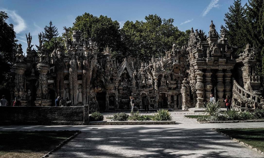 Para construir seu castelo com formas surrealistas, Cheval usou as mais diversas influências artísticas e estilísticas Foto: JEFF PACHOUD / AFP