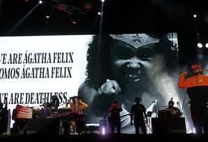Emicida subiu ao Palco Sunset, que teve homenagem à menina Ágatha Felix Foto: MARCELO THEOBALD / Agência O Globo