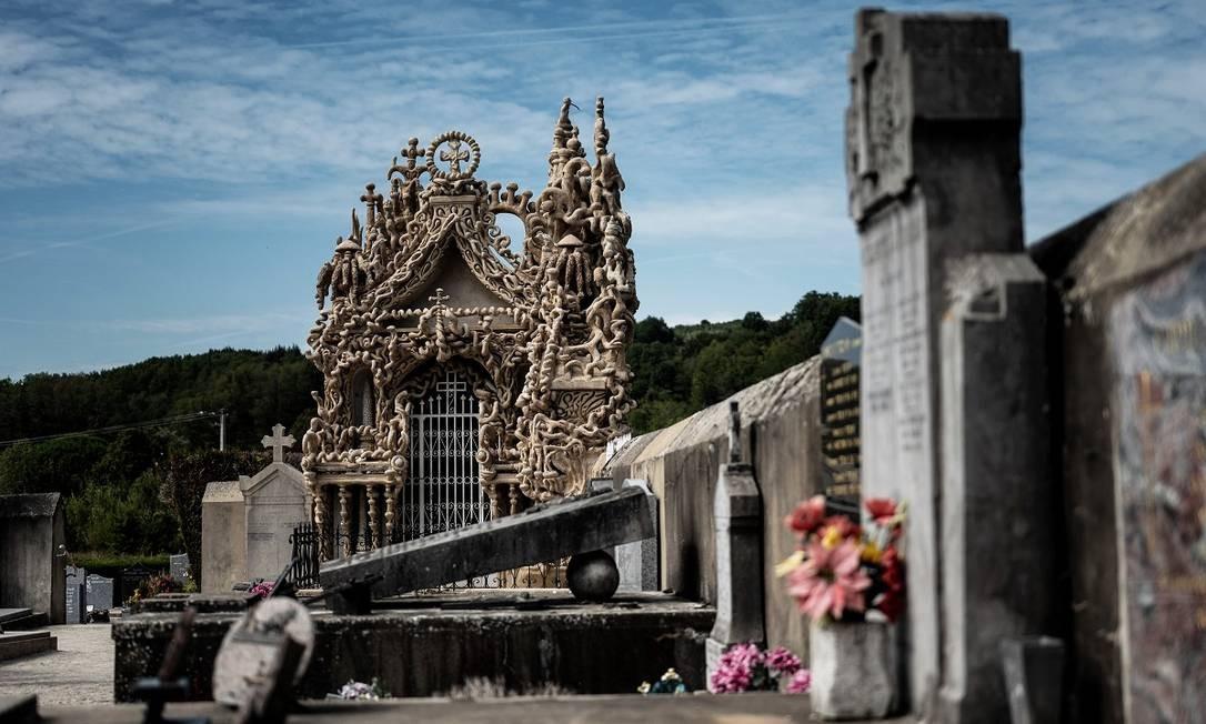 Outra construção importante de Cheval em Hauterives é seu mausoléu, no cemitério da cidade Foto: JEFF PACHOUD / AFP