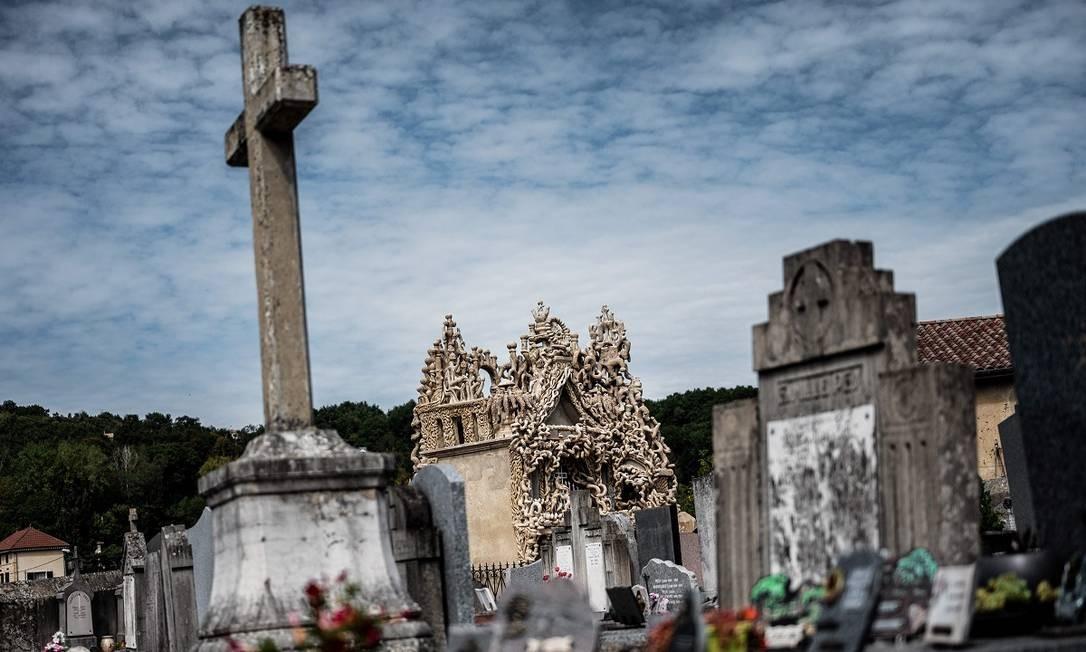 Cheval queria ser enterrado no Palais Ideal. Como as autoridades locais negaram seu pedido, ele construiu seu próprio mausoléu ao longo de oito anos Foto: JEFF PACHOUD / AFP
