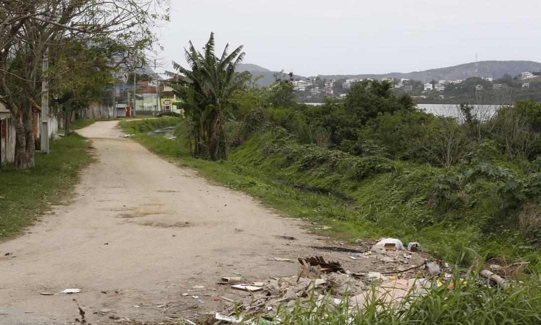 Via Chico Xavier, entre a Lagoa de Piratininga e a comunidade da Ciclovia, terá percurso para bicicletas. Foto: Fábio Guimarães / Agência O Globo