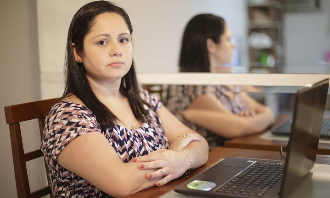A economista Alexandra Mattos faz campanha na rede pelo voto laico nas eleições para conselhos Foto: Foto Guito Moreto / Agência O Globo