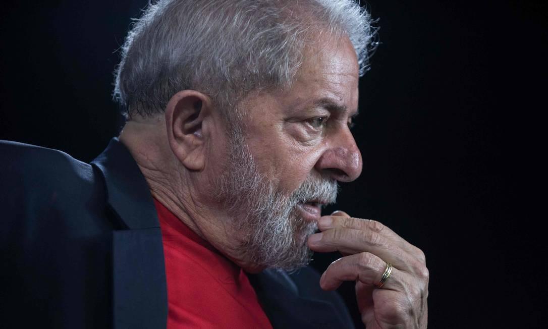 O ex-presidente Lula foi condenado em dois processos da Lava-Jato, mas apenas um já teve condenação em segunda instância, o do tríplex do Guarujá. O petista também já teve a condenação confirmada nesse caso pelo STJ. Ele pode ser solto com a decisão de que a prisão só pode ocorrer após o fim do processo. Foto: Nelson Almeida / AFP - 01/03/2018
