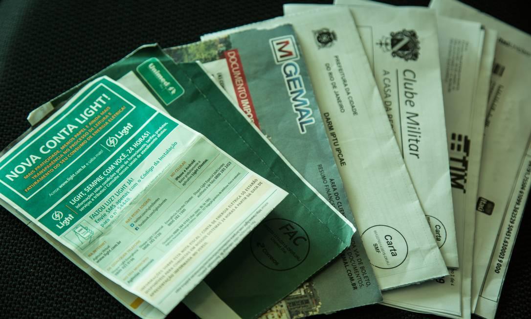 Contas e impostos estão pesando mais no orçamento do brasileiro, segundo o IBGE Foto: Brenno Carvalho / Agência O Globo
