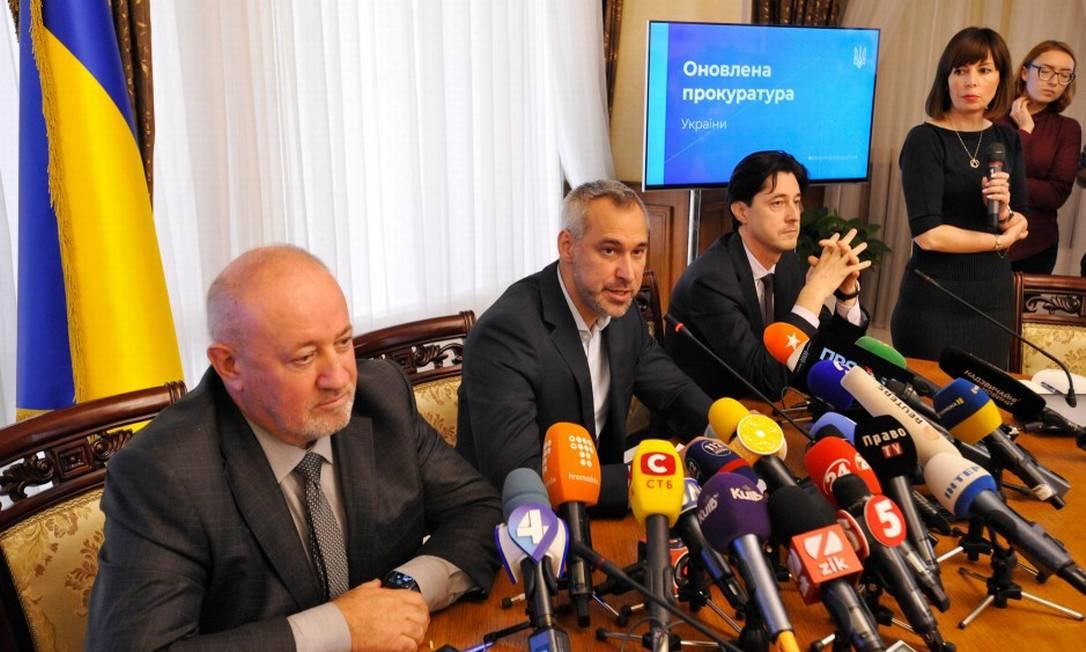 Procurador-geral ucraniano, Ruslan Ryaboshapka, durante briefing para a imprensa Foto: SERGEI CHUZAVKOV / AFP