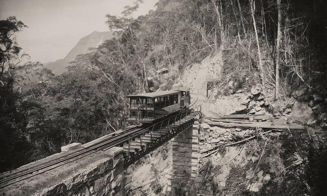 Histórico. O trem a vapor, em registro de 1994, foi o primeiro a circular na ferrovia inaugurada por D. Pedro II Foto: Divulgação/Trem do Corcovado