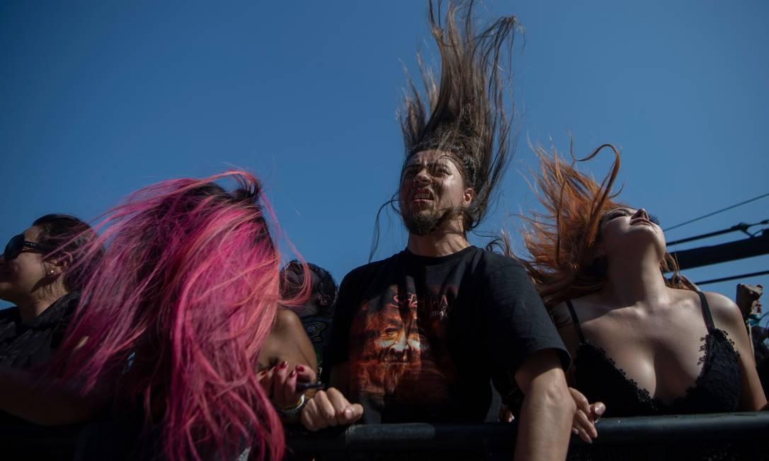 Fãs durante o show da banda Nervosa, no Palco Sunset Foto: MAURO PIMENTEL / AFP