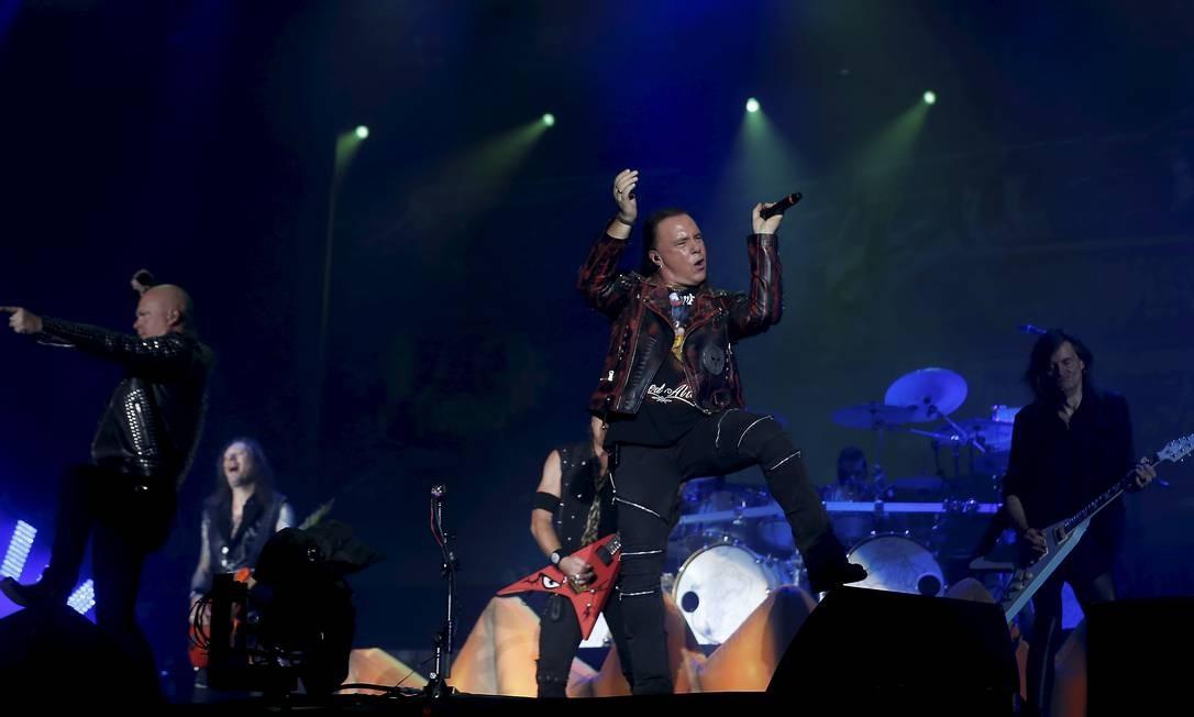 Muitas pessoas deixaram de ver o fim do show do Anthrax para acompanhar de perto o Helloween Foto: MARCELO THEOBALD / Agência O Globo