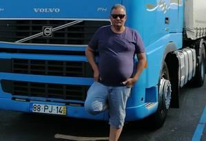O caminhoneiro Anízio Tavares diz que ainda não conseguiu perceber bem o cenário político português Foto: Arquivo pessoal