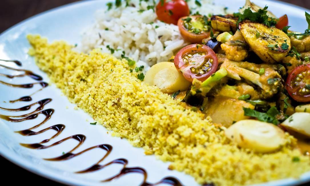Kitchen Café: moqueca vegetariana de palmito pupunha, com banana, arroz de coco e farofinha crocante (R$ 30,60). Rua Marques de São Vicente 225 (PUC), Gávea - 2239-6001. Foto: Divulgação/Thiago di Nazaré