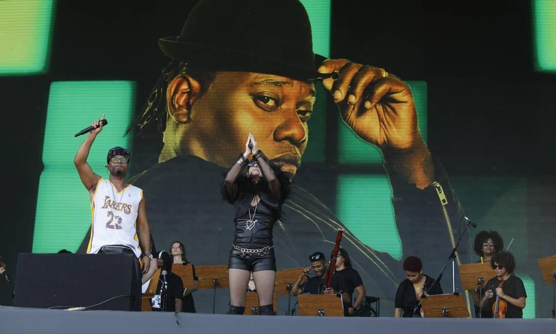 O cantor James Brown, o produtor África Bambaataa e outros pioneiros do ritmo foram lembrados Foto: Brenno Carvalho/Agência O Globo