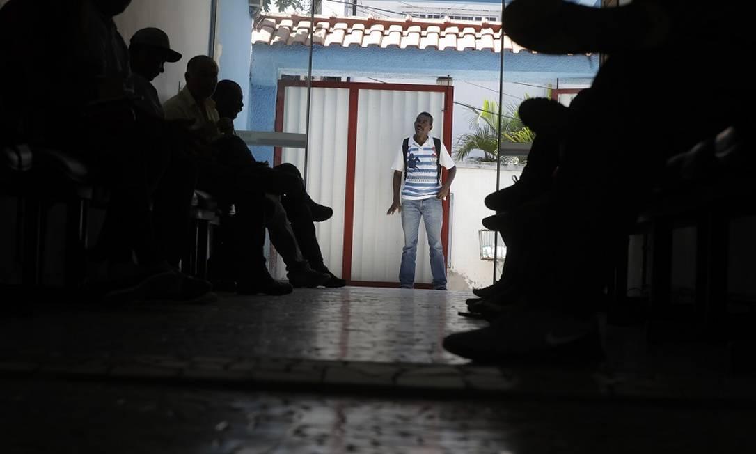 A recepção do Sindicato de Itaboraí, cenário de romaria de desempregados, como o pedreiro José Geraldo da Silva. Foto: Custódio Coimbra / Agência O Globo