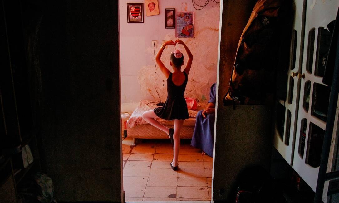 """""""Não aguento mais, quero sair daqui"""", diz a pequena Isabel, que quer ser bailarina Foto: Bruno Itan / Agência O Globo"""