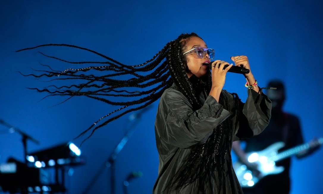 A cantora H.E.R. fez sua estreia brasileira no Palco Mundo do Rock in Rio Foto: IAN CHEIBUB / REUTERS