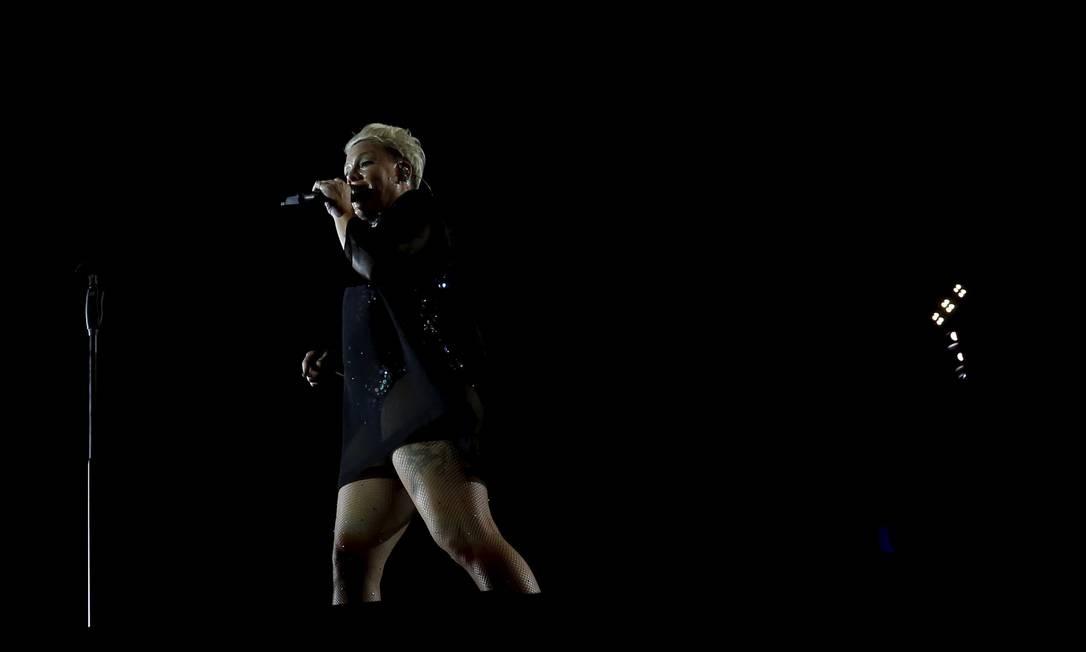 """P!nk cantou vários sucessos e até covers, como """"We are the champions"""", do Queen Foto: MARCELO THEOBALD / Agência O Globo"""