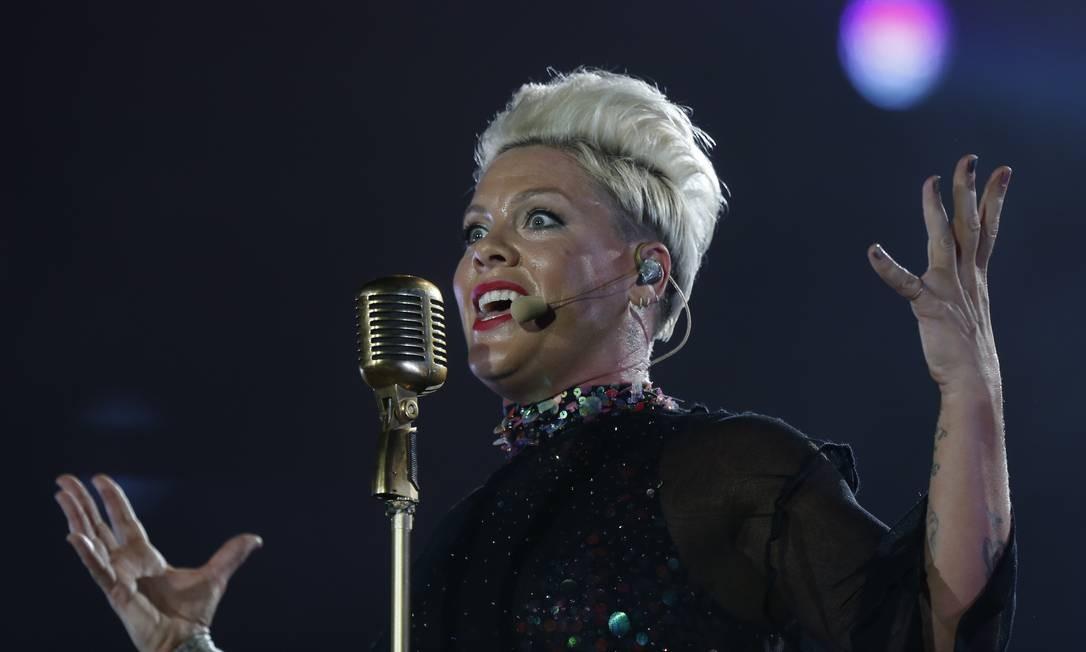 A expectativa era grande para o primeiro show de P!nk no Brasil. E ela não decepcionou seus fãs Foto: Márcio Alves / Agência O Globo