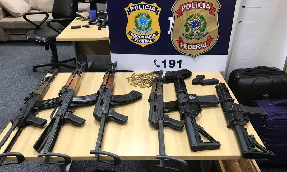 Os seis fuzis apreendidos estavam desmontados e escondidos na carenagem de um Audi Foto: Divulgação