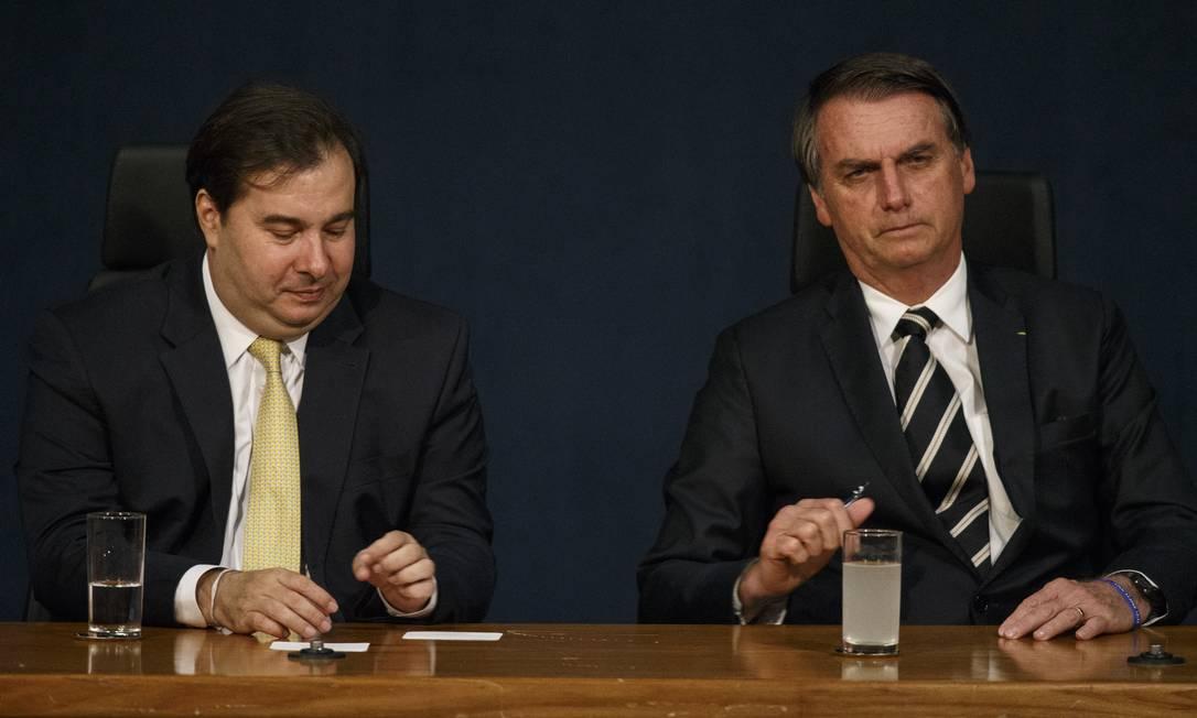 Rodrigo Maia (DEM-RJ) e o presidente Jair Bolsonaro Foto: Daniel Marenco / Agência O Globo - 11/01/2019