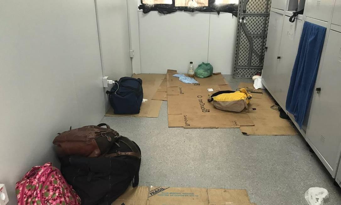 Alojamento em que funcionários dormiram em papelões durante Rock in Rio Foto: Rayanderson Guerra