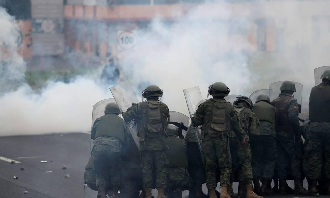 Manifestantes e policiais entraram em confronto no Equador Foto: CARLOS GARCIA RAWLINS / REUTERS