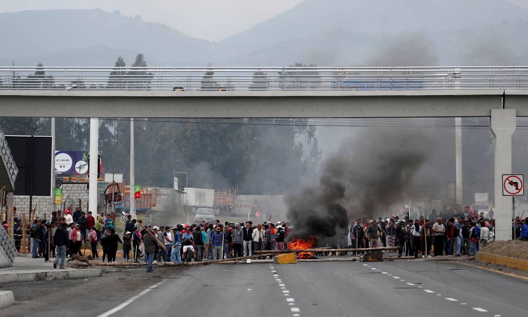 Manistantes bloqueiam estrada em Lasso, Equador Foto: CARLOS GARCIA RAWLINS / REUTERS
