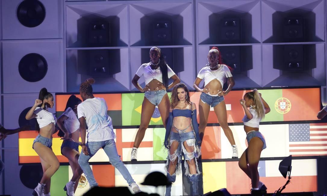 O terceiro look de Anitta, assinado pela grife Colcci Foto: Terceiro / Agência O Globo
