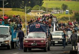 Manifestantes indígenas bloqueiam estradas no Equador Foto: RODRIGO BUENDIA / AFP