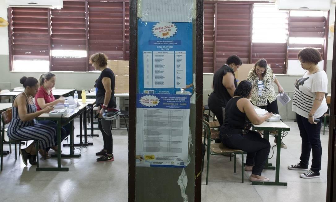 Votação para conselheiro tutelar na Escola Municipal Soares Pereira, na Tijuca Foto: Márcia Foletto / Agência O Globo