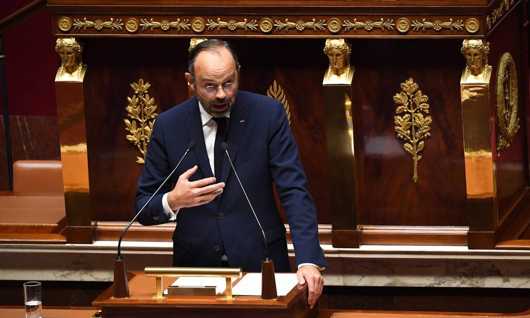 Premier da França, Édouard Philippe, dá início a debate sobre imigração na Assembleia Nacional. Ele sinalizou que poderá adotar um sistema de cotas para vistos profissionais Foto: ALAIN JOCARD / AFP