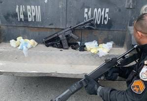Em ação na Vila Vintém, polícia apreende um fuzil Foto: Divulgação