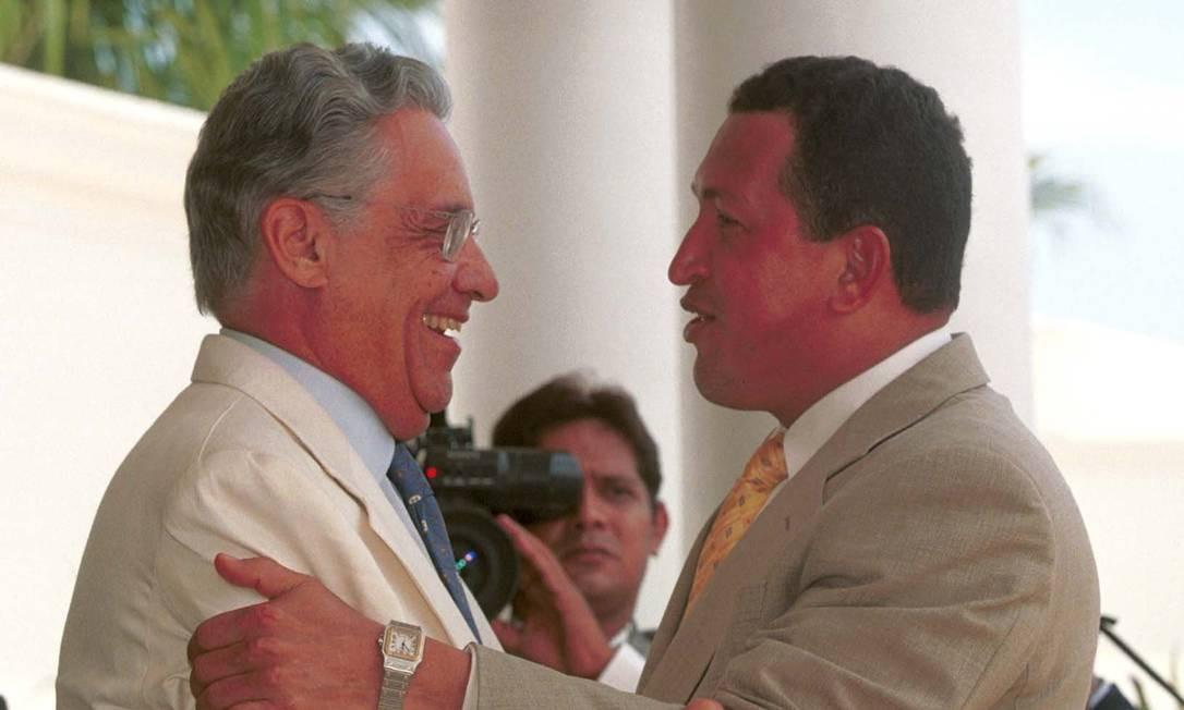 FH e Chávez em 1992, em Manaus Foto: Gustavo Miranda/Agência O Globo