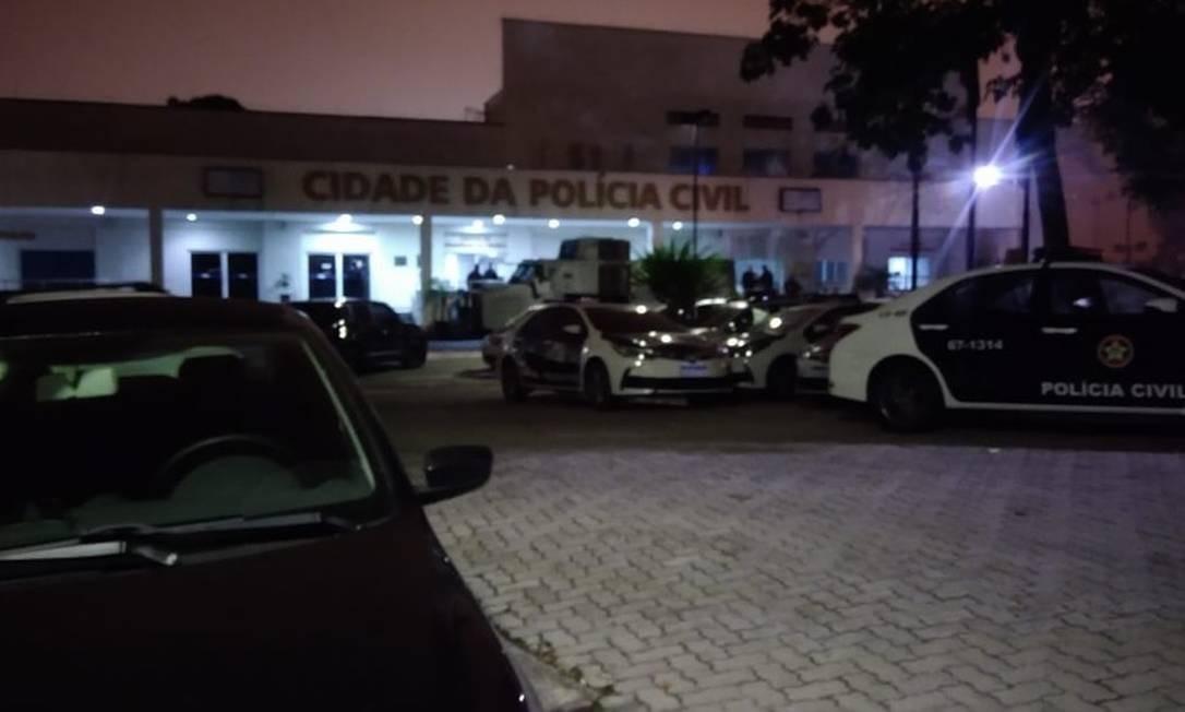 Os policiais saíram da Cidade da Polícia, no Jacarezinho Foto: Letícia Gasparini / Agência O Globo - 08/08/2019